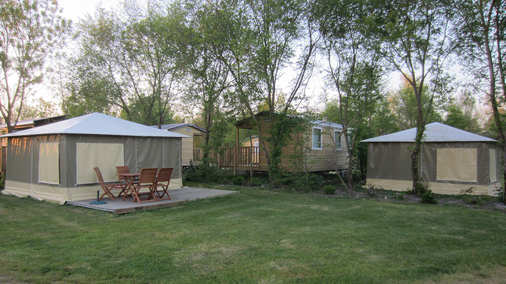 bungalows en situation au camping