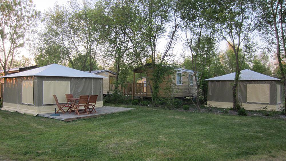 bungalows en situation au camping