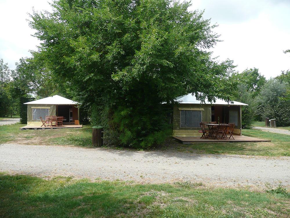 2 bungalows toilés terrasse bois